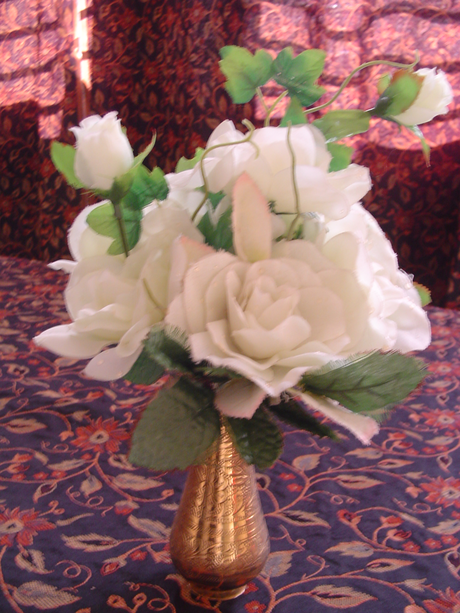 round flower arrangement
