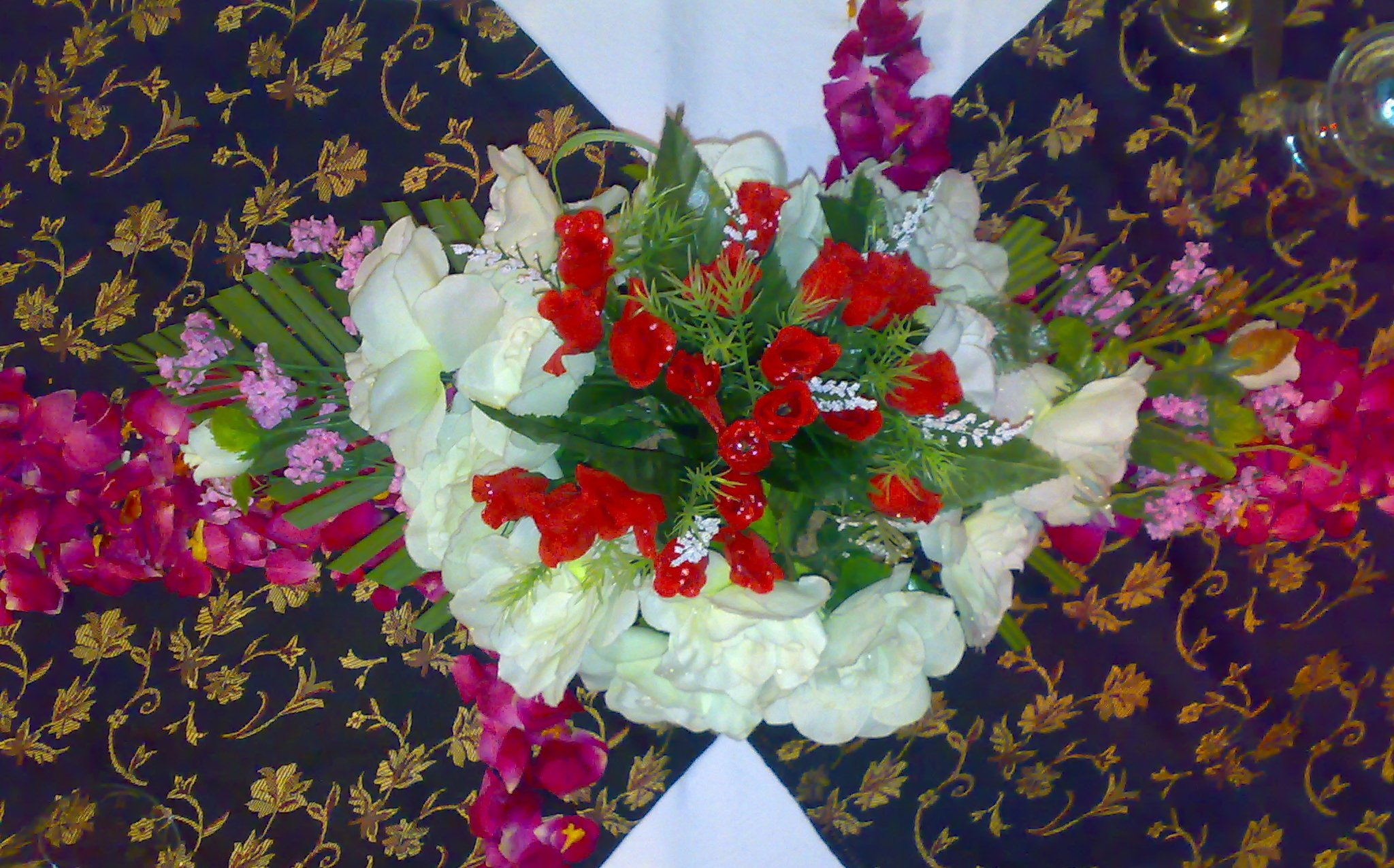 horizontal flower arrangement
